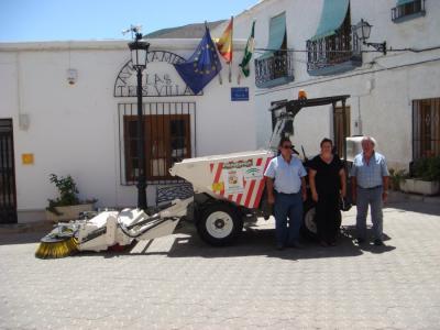 Las Tres Villas cuenta ya con su primer dumper-barredor para mantener limpias las calles de nuestro municipio